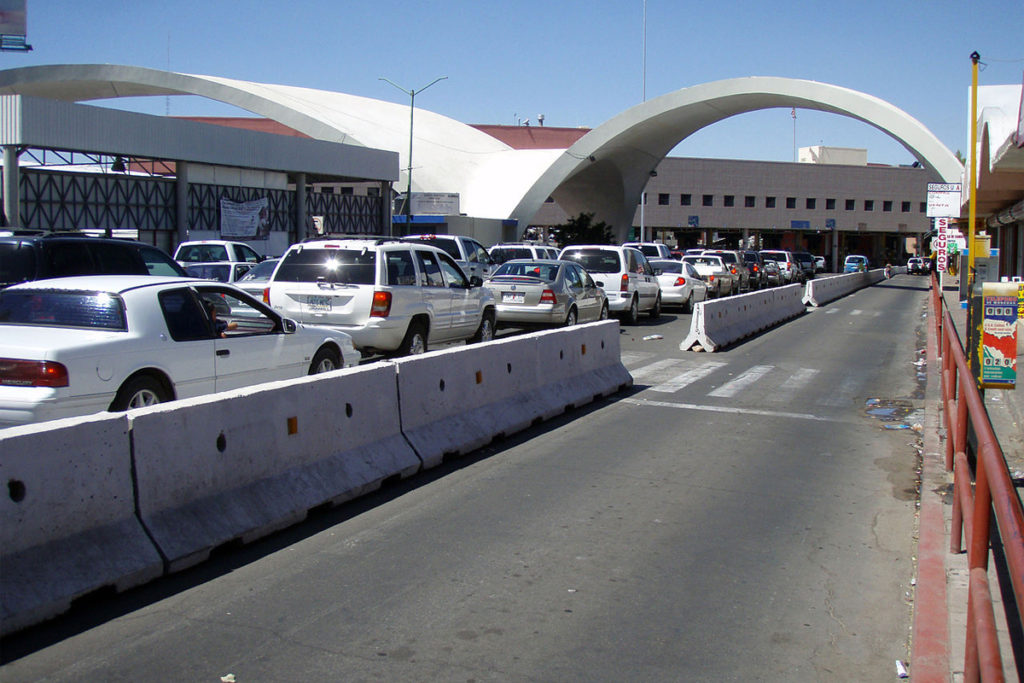 Mexican protesters block border crossing with Arizona